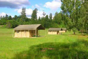 Glamping Safari tent huren 35m2 geschikt voor 4 personen boek je bij - glamping vakantie - www.luxetenthuren.nl