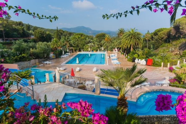 Camping Rosselba Le Palme in Italië zwembad - glamping vakantie in een Safari of Lodgetent boek nu bij www.luxetenthuren.nl