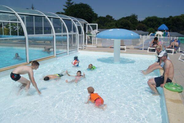 Camping De Kerleyou - Safaritent aan het zwembad - Glamping Vakantie Specialist - www.LuxeTentHuren.nl