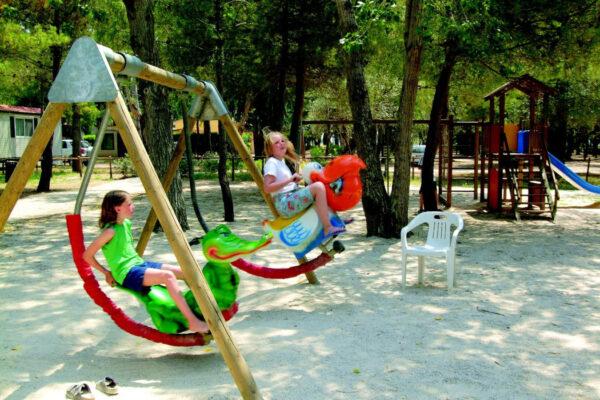 Camping le Capanne - Italie Toscane - speeltuin - LuxeTentHuren.nl