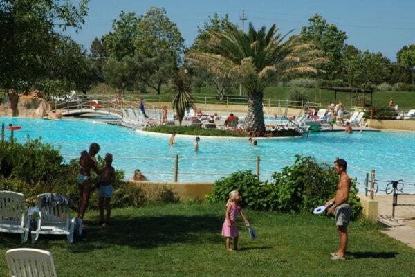 Camping le Capanne - Italie Toscane - zwembad palmbomen - www.LuxeTentHuren.nl